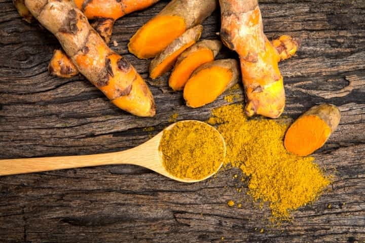 turmeric roots and powder have anti-inflammatory powers